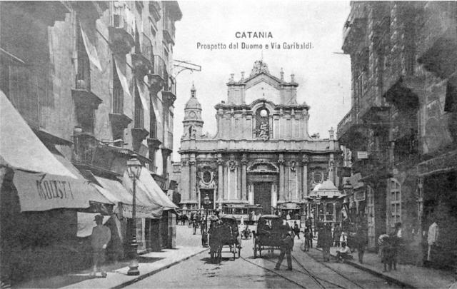 Palazzo Pardo vs Cattedrale (cartolina d'epoca).png